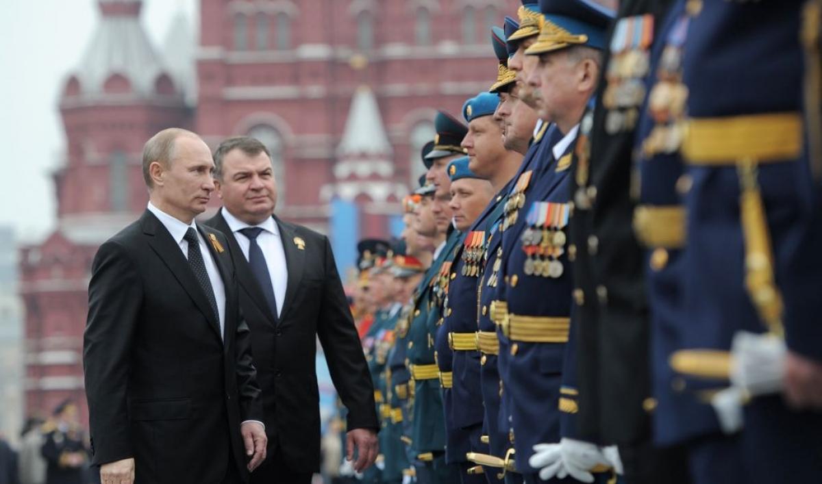 Media: Former Minister of Defense Anatoly Serdyukov was pardoned 06.03.2014 6