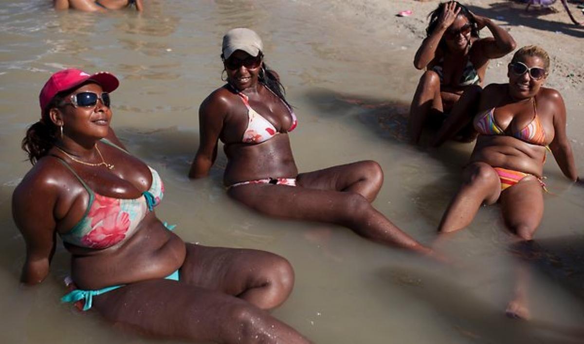 white fellow is punishing sweet ebony lady in bikini  324816