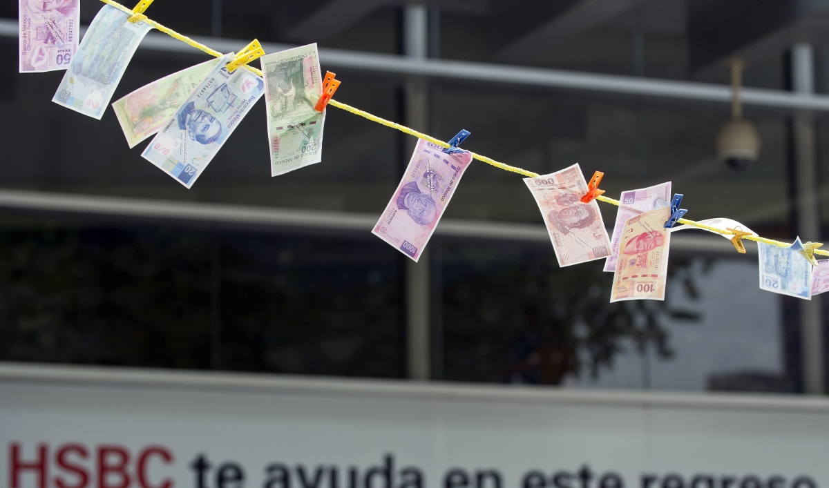 Drug war ensnares big banks for letting Mexico cartels stash cash ...