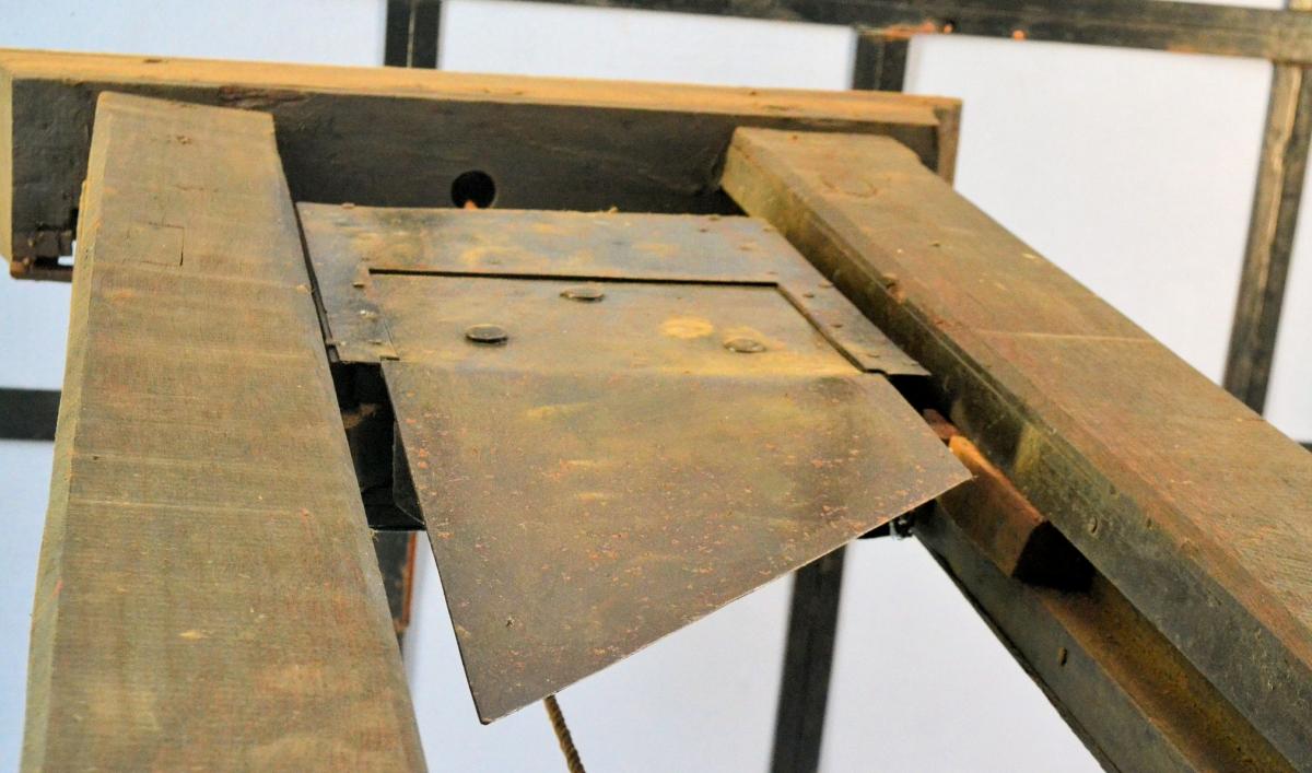 2019-10-16-guillotine.jpg