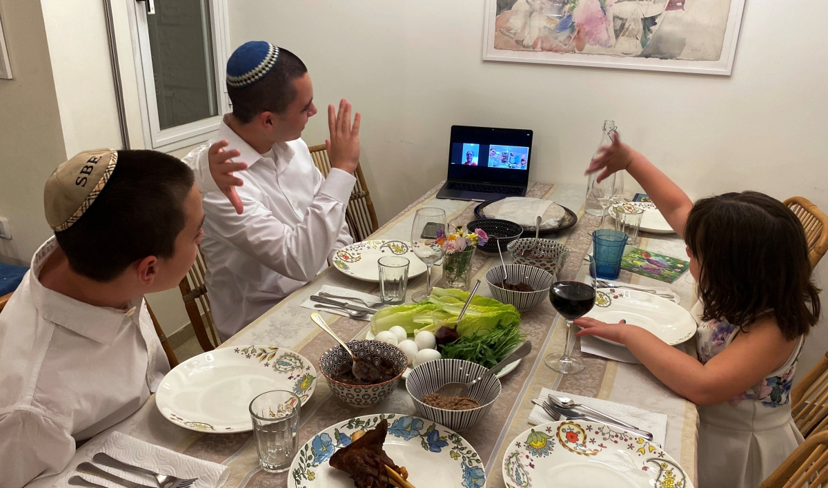 Table De Cuisine Gain De Place for this year's passover seder, to zoom or not to zoom?