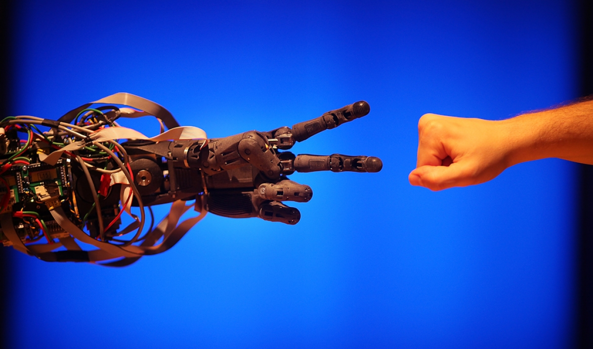 the fundamental difference between robots and humans It was a pleasure to help judge the ai programs attempting to pass the turing test and win this year's loebner prize, but strangely unnerving.