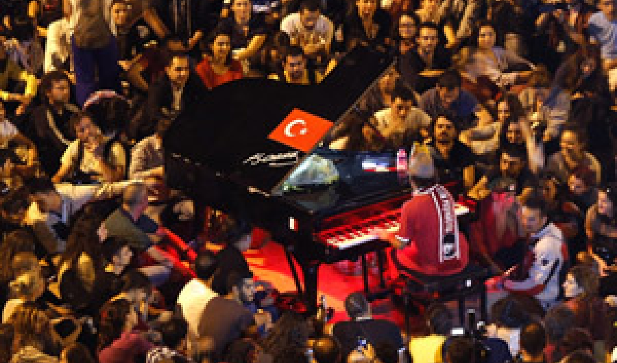 Why German Musician Davide Martello Played his Grand Piano in the Middle of Taksim Square During the Protests