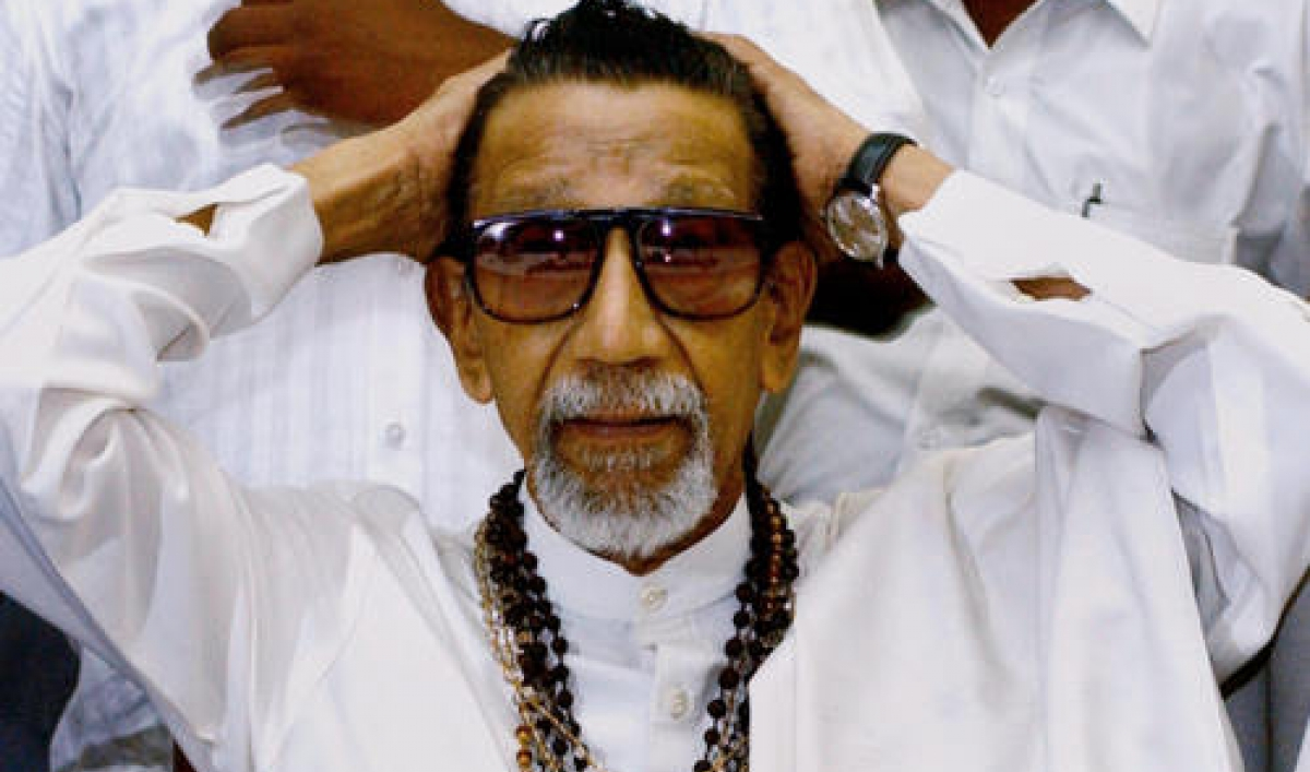 India 2 Women Arrested Over Bal Thackeray Facebook Post