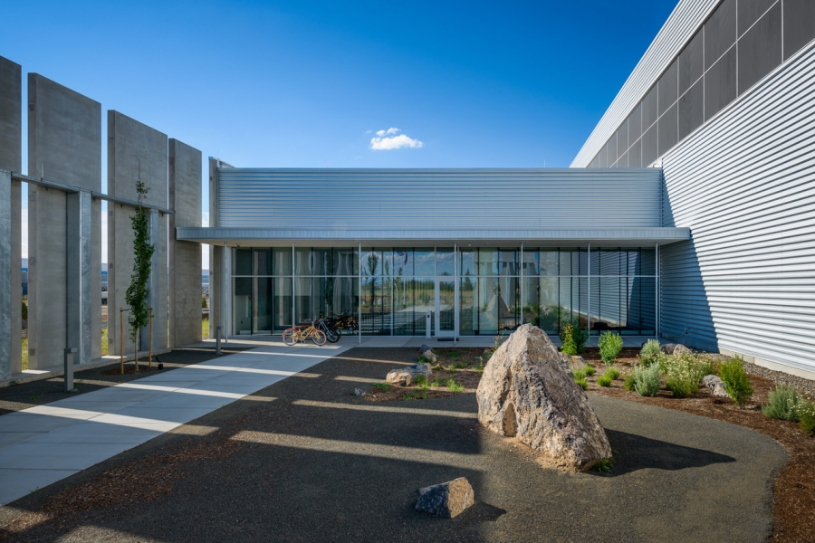 Facebook built its first data center in Prineville, Oregon.