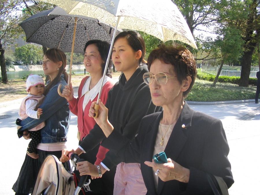 Hiroshima survivor Sueko Hada (foreground) in 2005 with her daughter, granddaughters Yoshiko and Yuko, and great-granddaughter Luna.