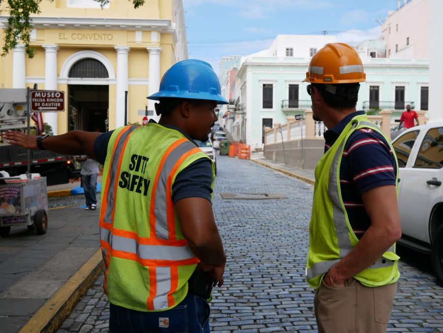 Con Edison crew supervisor Richard Gonzalez (l) and electrical engineer Aaron Anaya (r) speak at a work site in Old San Juan.