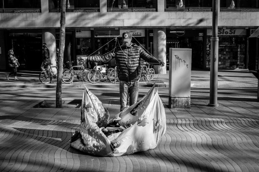 Barcelona immigrant vendors _05