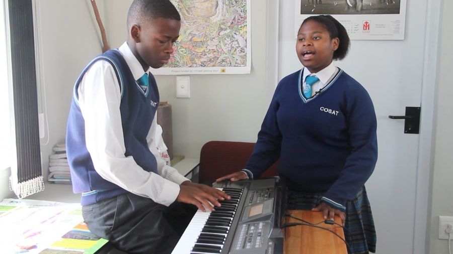 Tandie (right), a twelfth-grade student, practices singing (Photo: Anders Kelto)