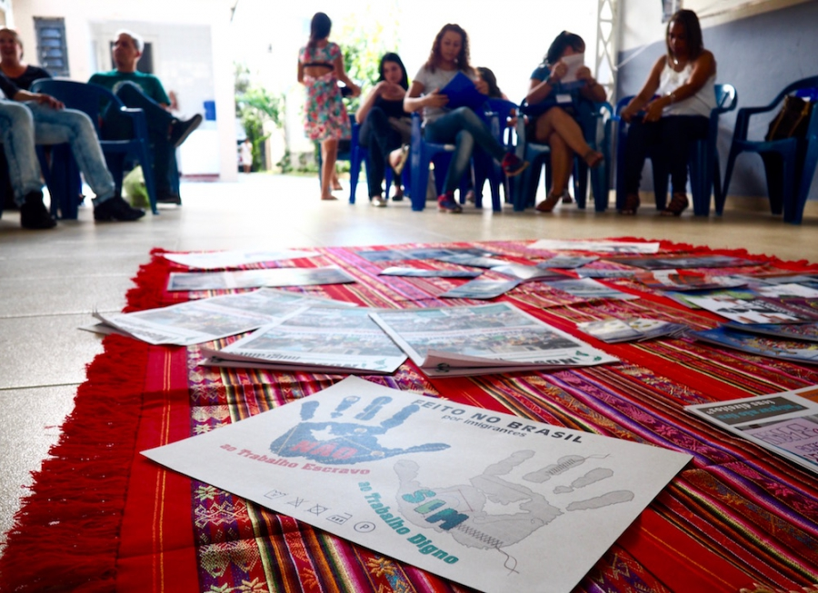 Bolivian, Colombian, Venezuelan, and Peruvian immigrants participate in a team-building activity before their community organizing training at CAMI.