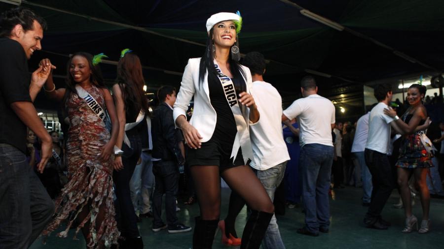 Miss Costa Rica 2011 dances in Sao Paolo