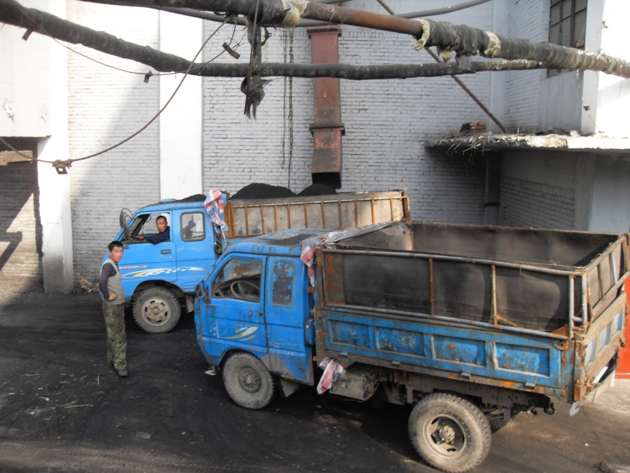 China coal trucks loading up in Shanxi province