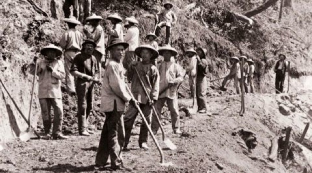 Chinese railroad workers building US transcontinental railway in the 19th century