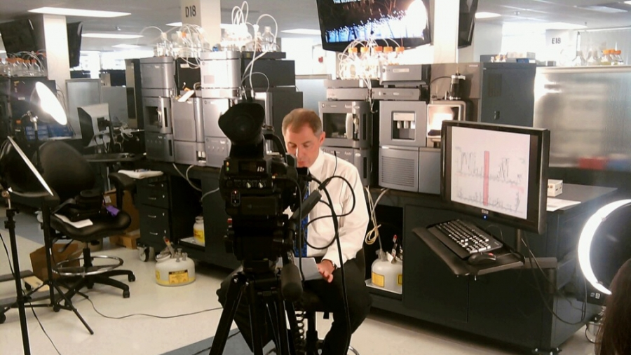 JOVE videographer preps for lab shoot.