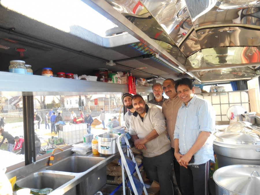 Ghafoor Hussain (second from right) with his team of volunteers. When he saw refugees being fed cold sandwiches, he decided to supply them with hot meals.
