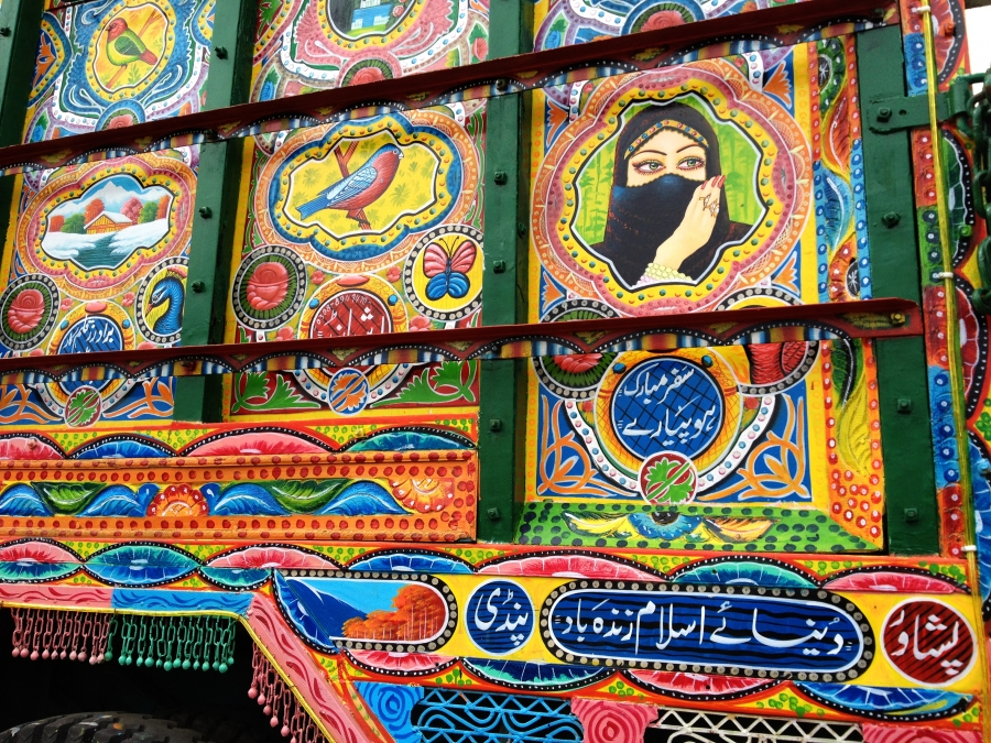These photos of colorfully decorated trucks in Pakistan ...