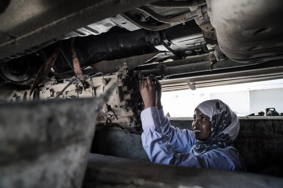 Somali female mechanic bucks stereotypes by fixing cars