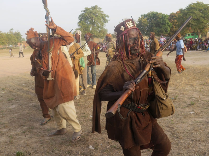 The Acoustik Festival doings included a spectacular excursion to the village of Kirina, where hunters, griots and costumed dancers paraded and performed to the delight of festival artists and journalists.