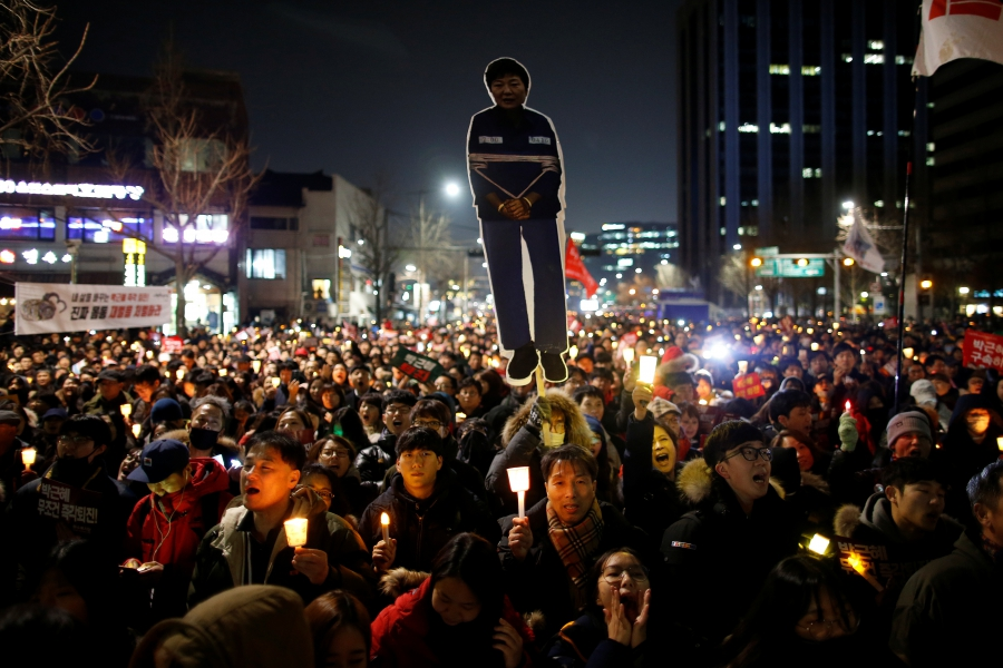 People march toward the Presidential Blue House during a protest calling for South Korean President Park Geun-hye to step down in central Seoul.
