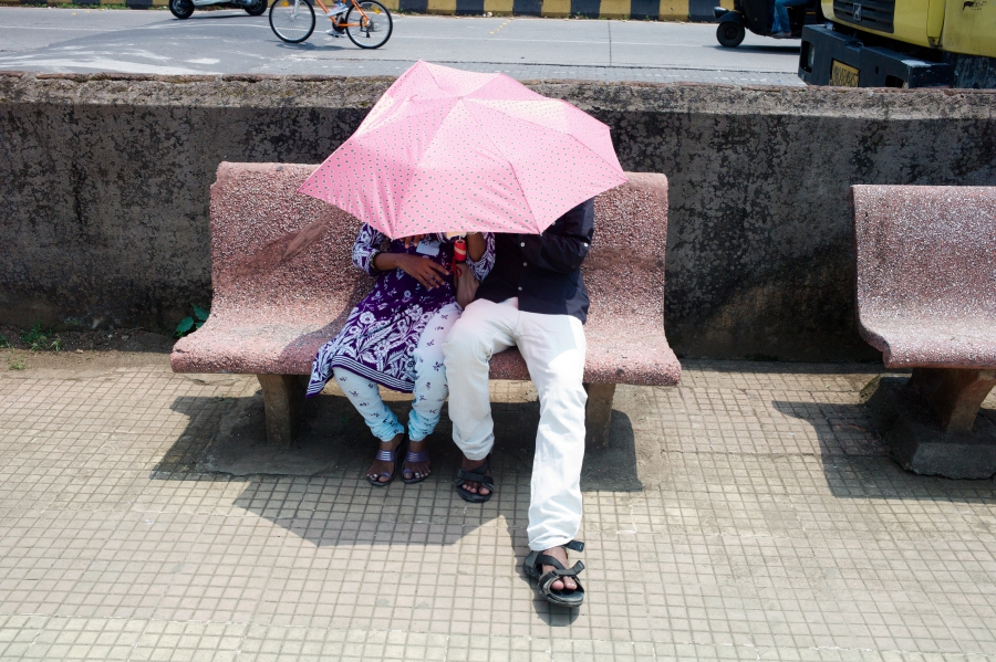 umbrella couple mumbai