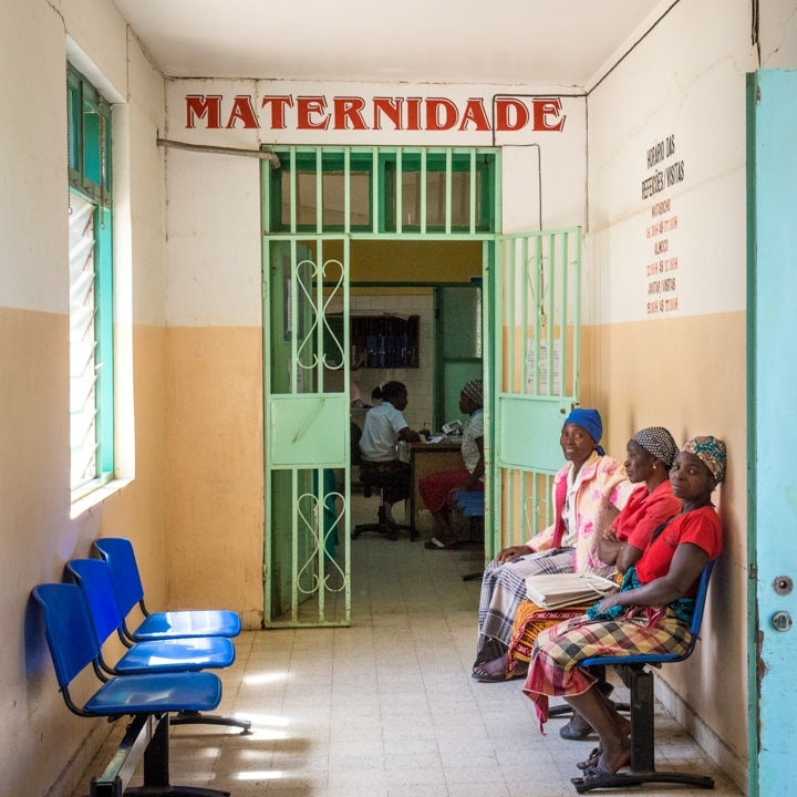 Waiting outside the maternity ward at the hospital in Chokwe.