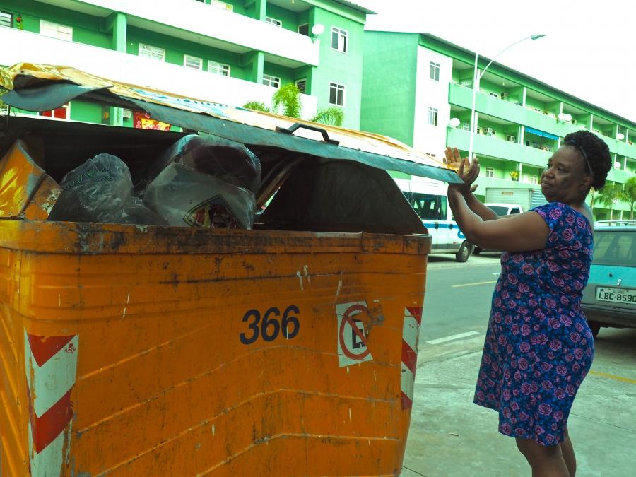 Gleide Guimarães and trash