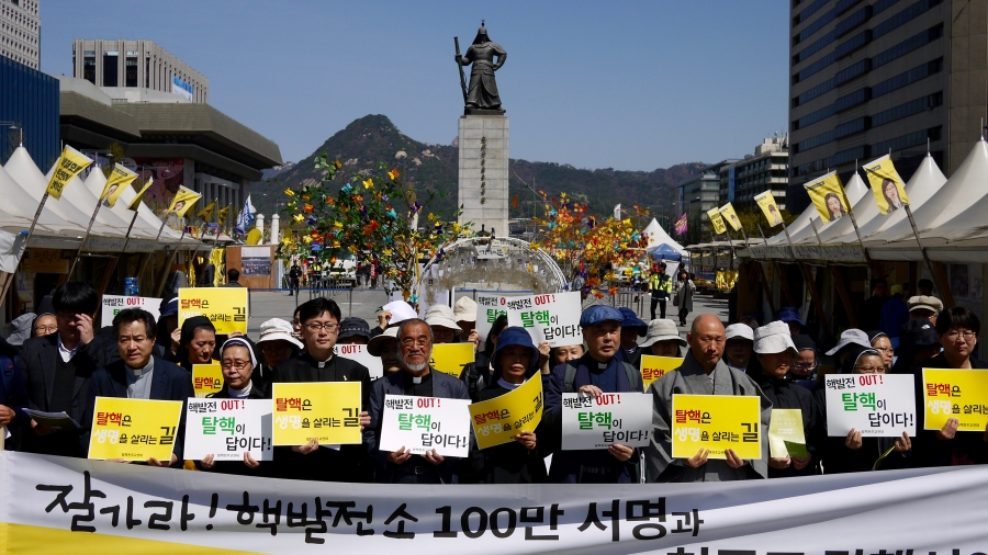 Catholic priests and nuns rallied in downtown Seoul in April 2017 to call attention to the dangers of South Korea's reliance on nuclear power plants for electricity.