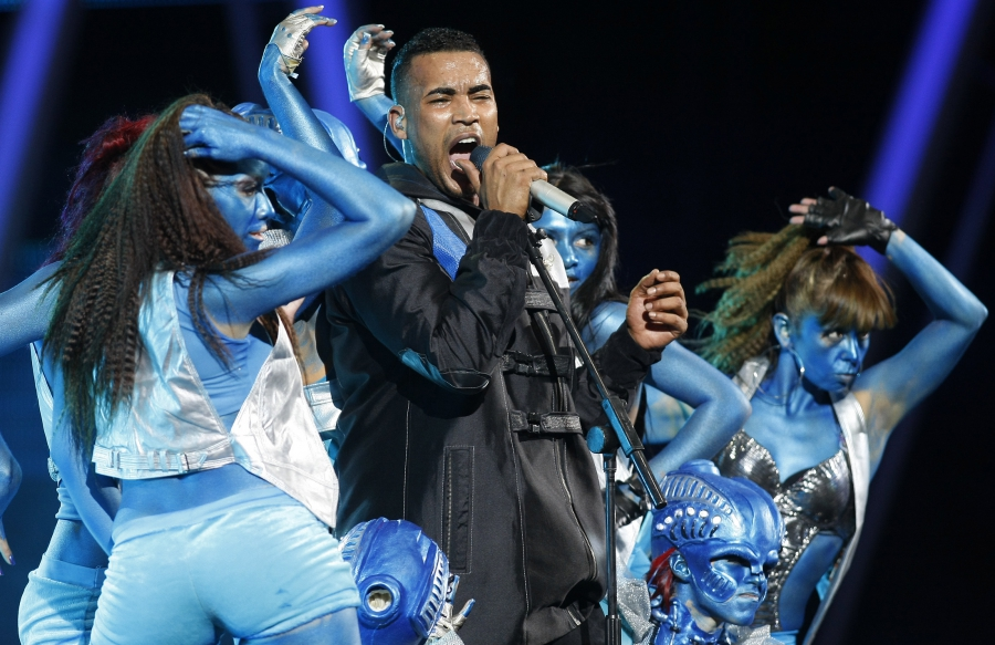 Puerto Rican Reggaeton singer Don Omar performs during the 51st International Song Festival in Vina del Mar city, about 75 miles (121 Km) northwest of Santiago, February 23, 2010.