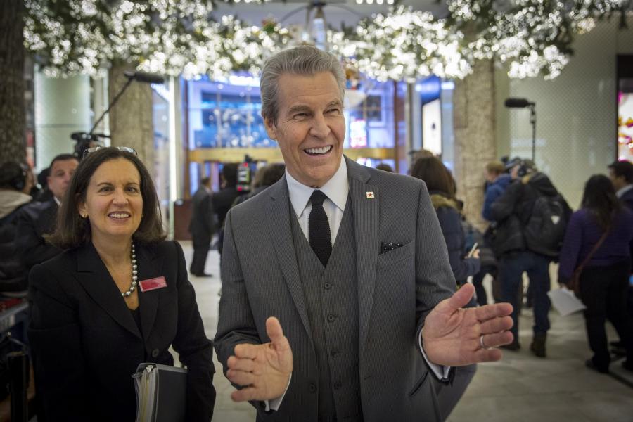 Terry J. Lundgren, head of Macy's, dumps Trump