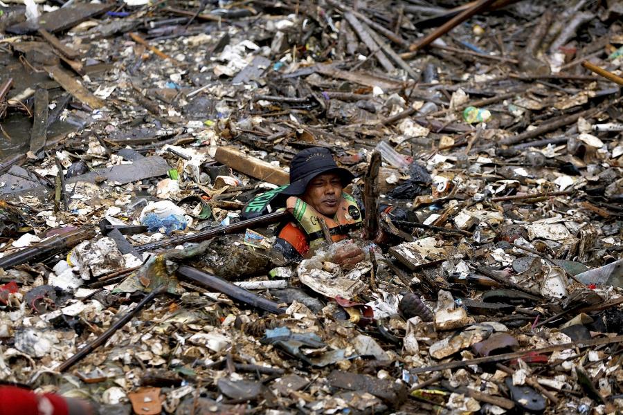 Ciliwung River trash 2014