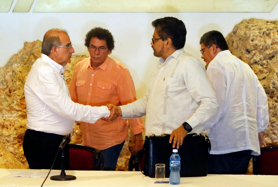 Colombia's lead government negotiator Humberto de la Calle and Colombia's FARC lead negotiator Ivan Marquez shake hands after a news conference in Havana, Cuba