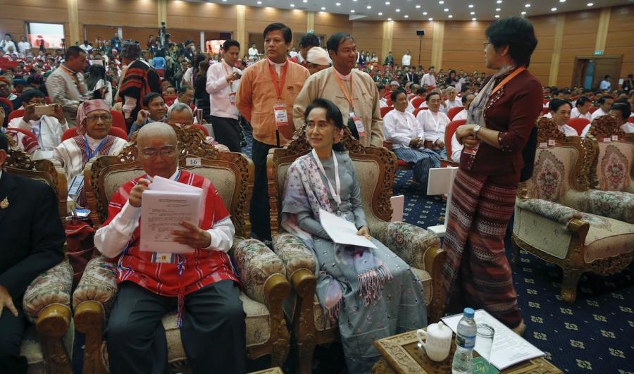 Suu Kyi Naypyitaw ceasfire talks Jan 2016