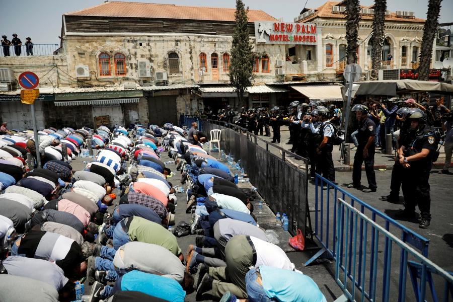 Palestinians praying