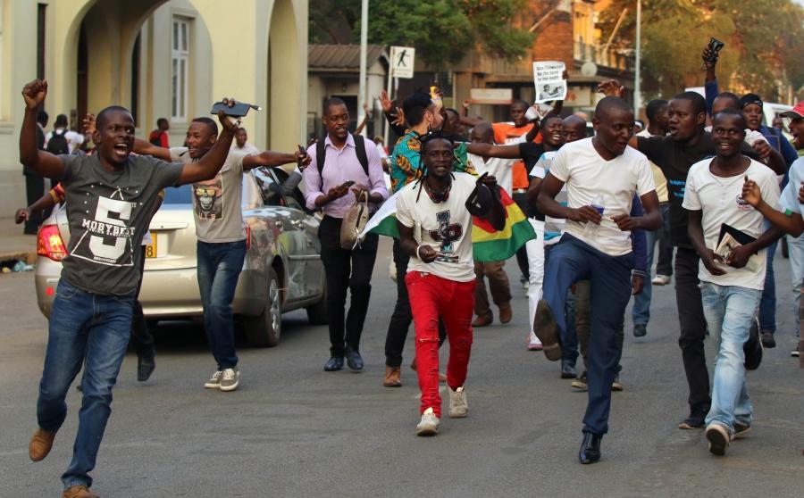 Zimbabweans celebrate after President Robert Mugabe resigns in Harare, Zimbabwe, Nov. 21, 2017.