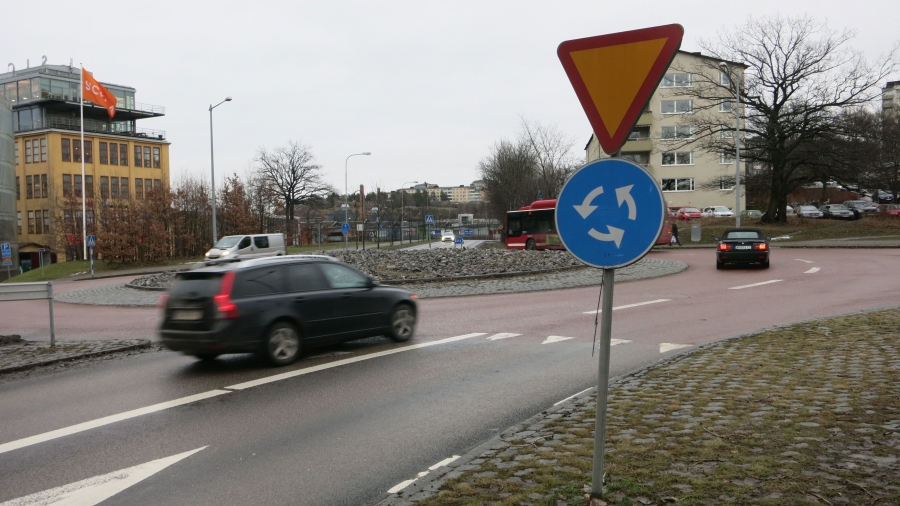 Roundabouts in Stockholm are used to minimize head-on collisions.