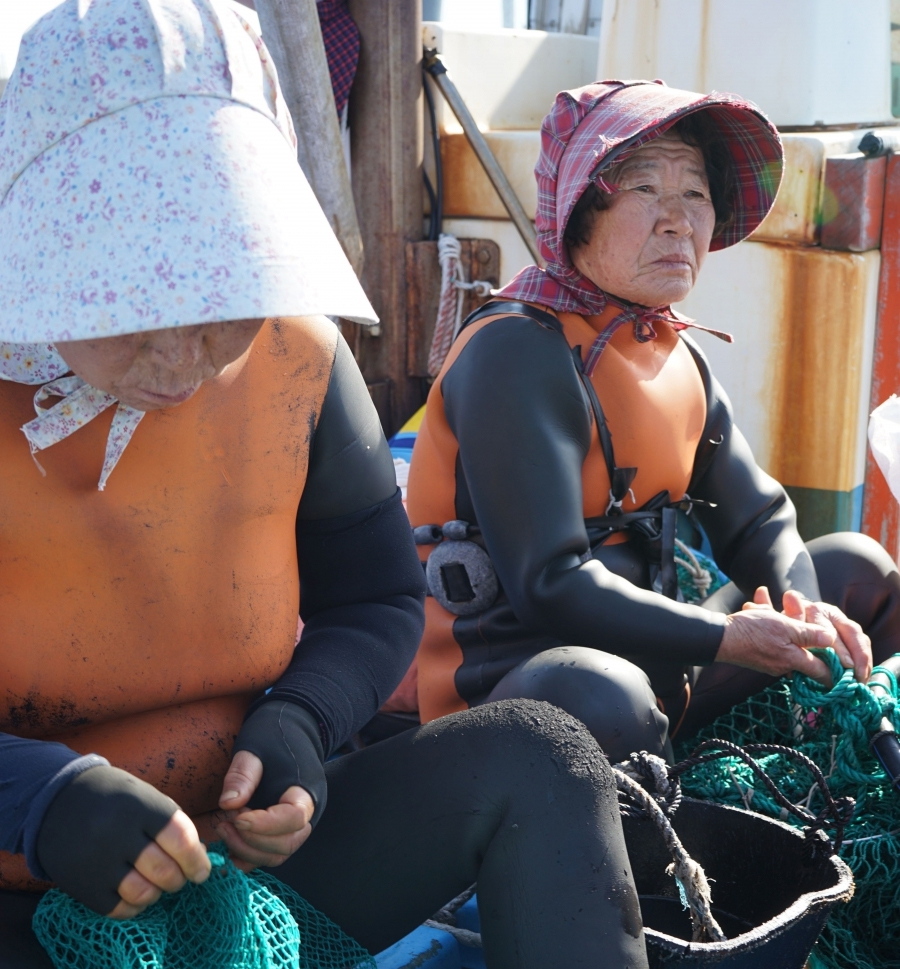 After the dive, the haeynyos swap their dive masks for floral sunhats.