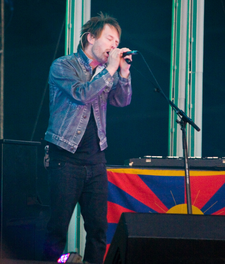 Tom York sings in front of a Tibetan flag during a show in London in 1998.
