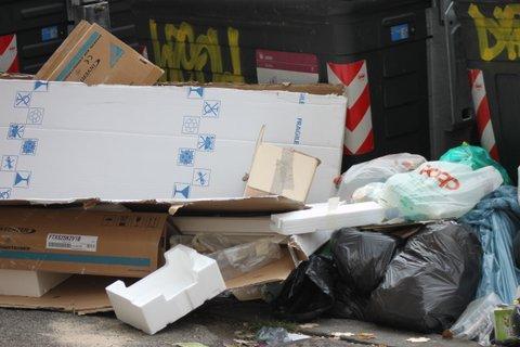Trash piles in Rome