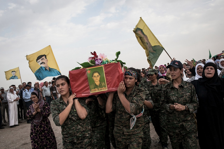 YPJ fighters carry a coffin holding the body of a fellow soldier.