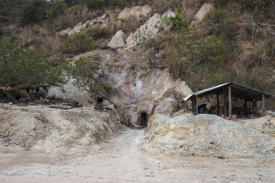 Artesanal mining El Salvador