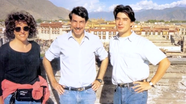 Mike Chinoy (center) was CNN's Beijing Bureau Chief in 1989.