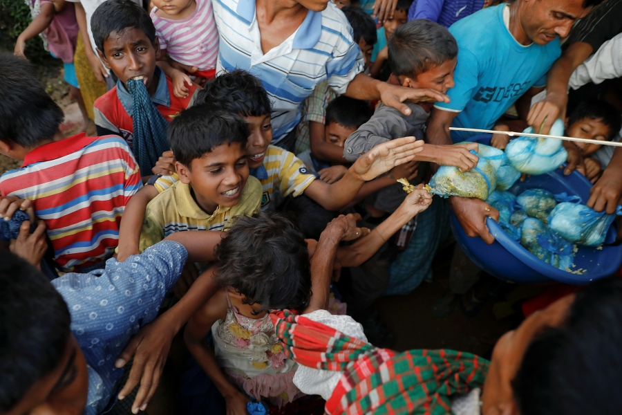 children fight for food