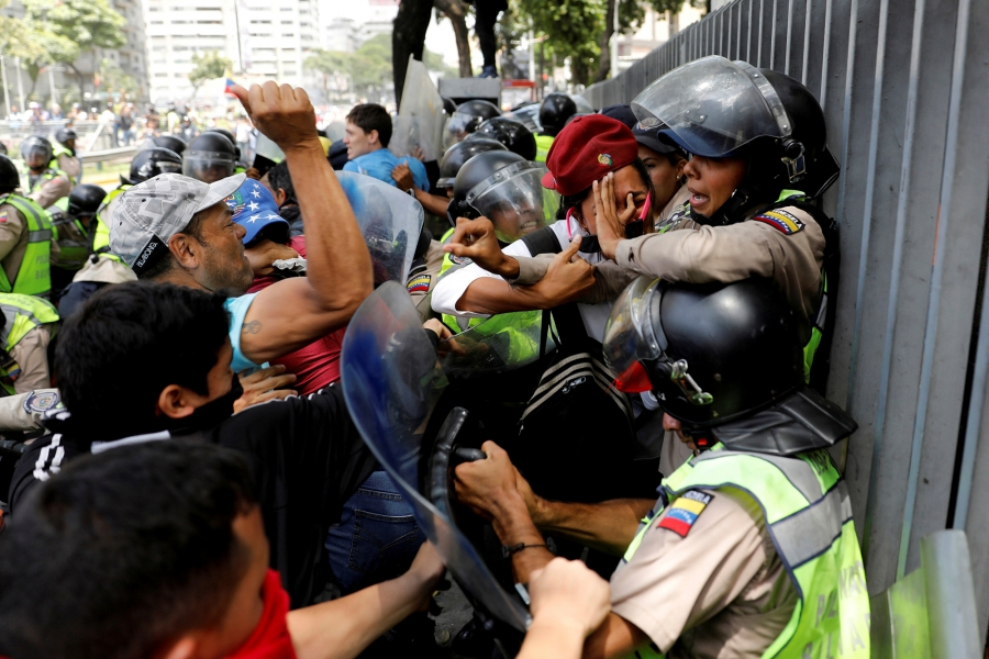 Demonstrators scuffle with security forces during an opposition rally in Caracas, Venezuela, April 4, 2017.