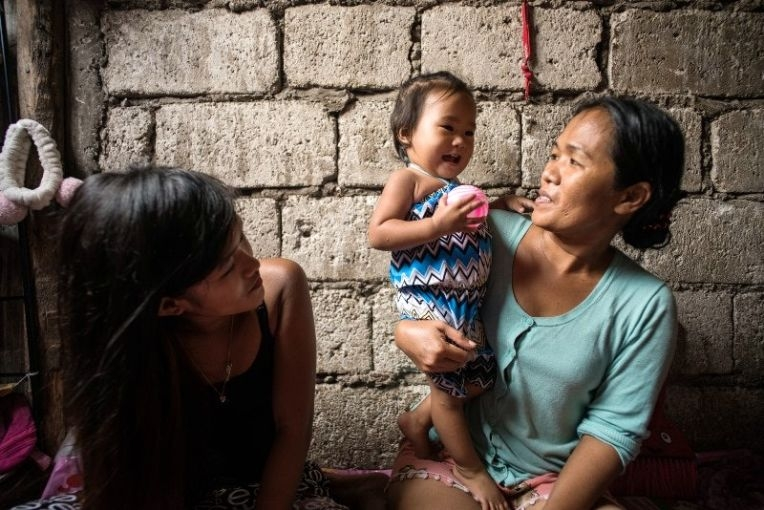 Jazmine Durana now has to depend on her parents to help support her and her daughter Hazel. Image by Martin San Diego. Philippines, 2017.