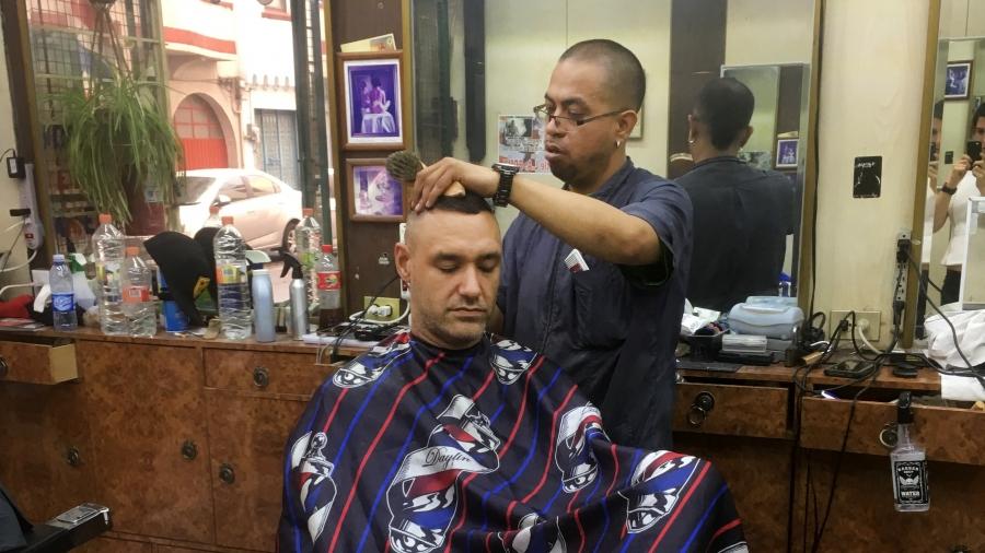 Edwin Malagon cutting hair