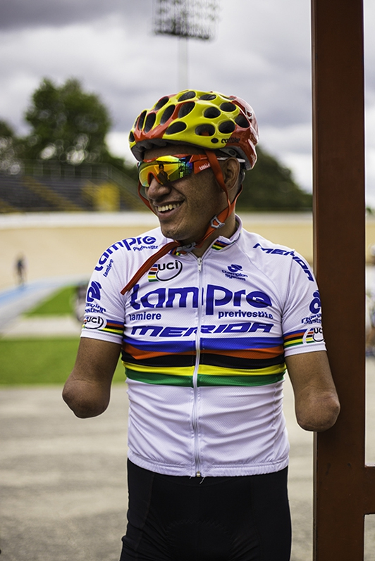Soldier Juan José Florián is completing his studies in psychology. He is training to become a professional para-cyclist and hopes to represent Colombia in Tokyo 2020.