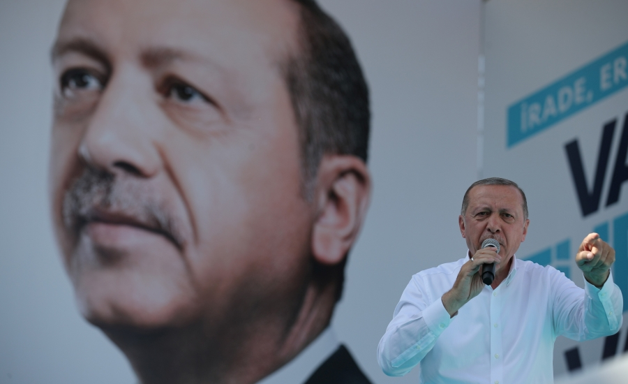 Turkish President Recep Tayyip Erdoğan addresses his supporters during an election rally in Ankara, Turkey, June 9, 2018.