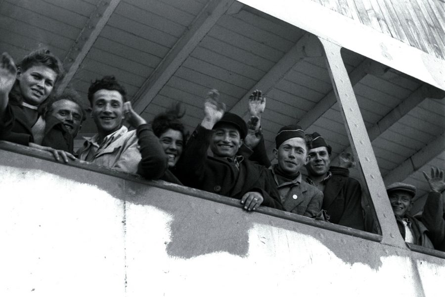 """Newly arriving Jewish refugee from the Nazi Holocaust wave from the ship """"S.S. Awarea"""" as it pulls into Haifa port on April 6, 1948."""
