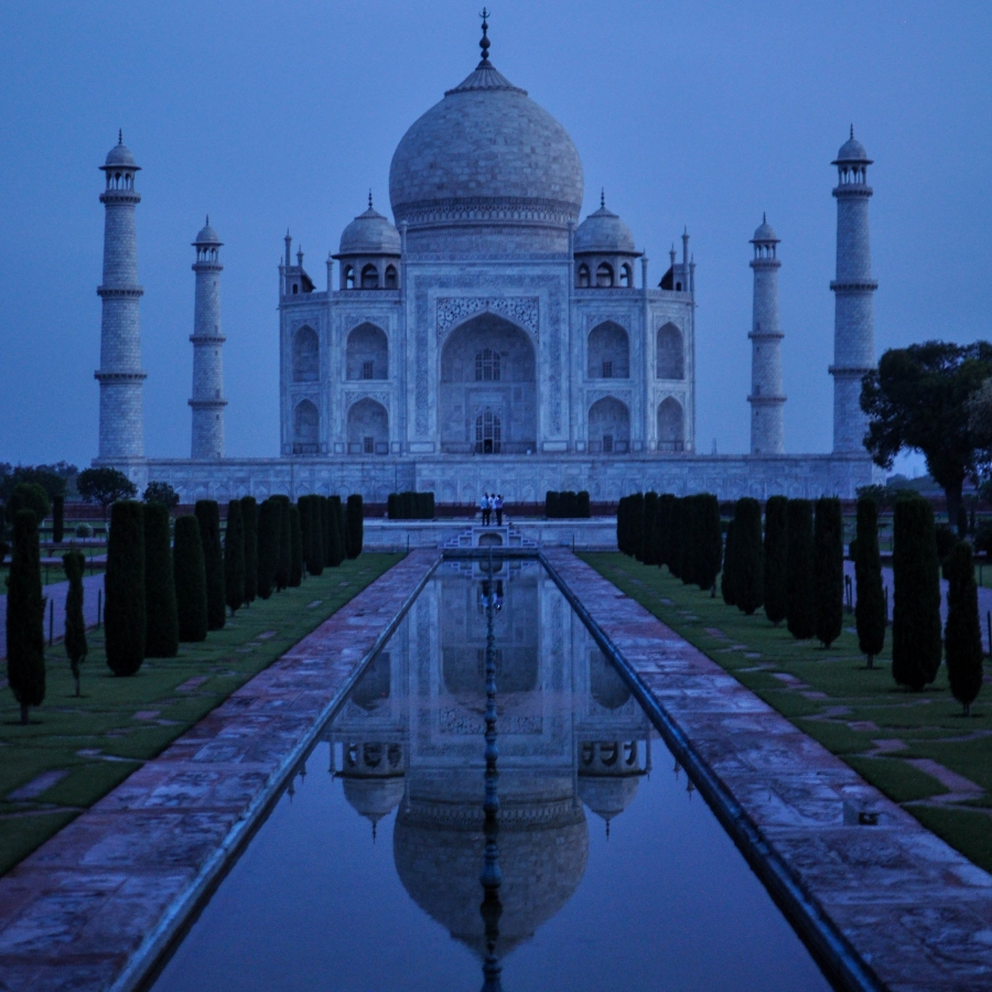 iconic image of the taj mahal