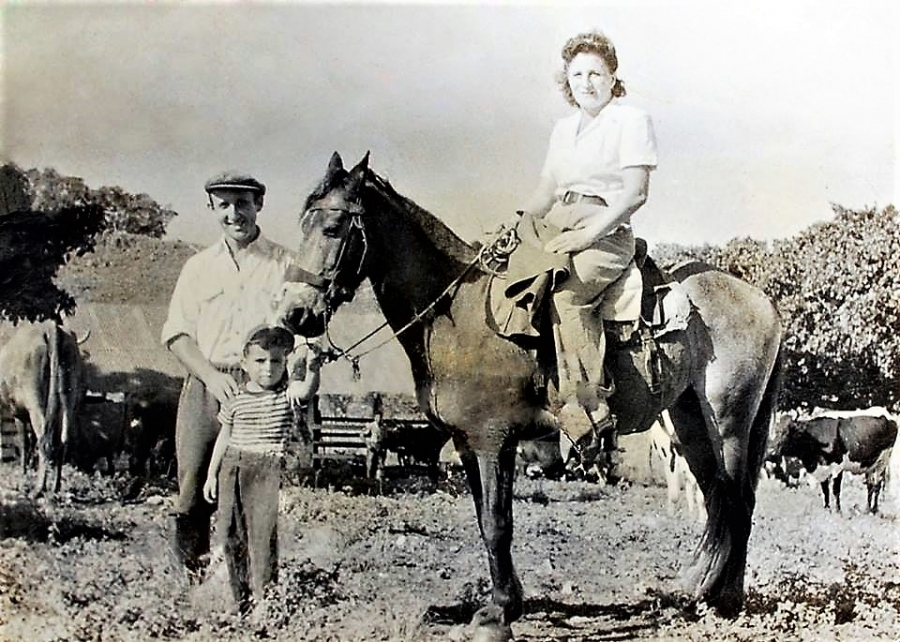 Rene Kirchheimer as a child with his parents, growing up on the farm in Sosúa in the 1940's.